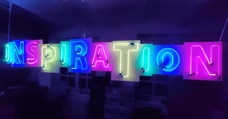 Leuchtschriftzug RGBw LED NuSign ohne Leuchtstoffröhre