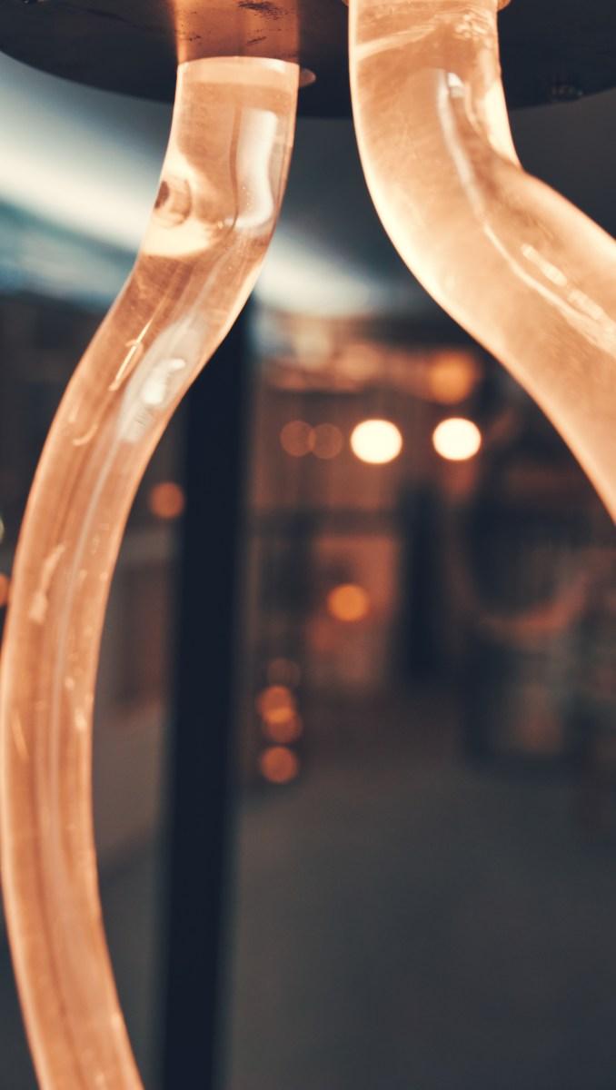 Tweenie Plexiglasleuchte mit diffus und homogen beleuchtetem Plexiglasstab Detail 2